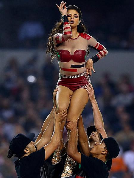 Selena Gomez performance